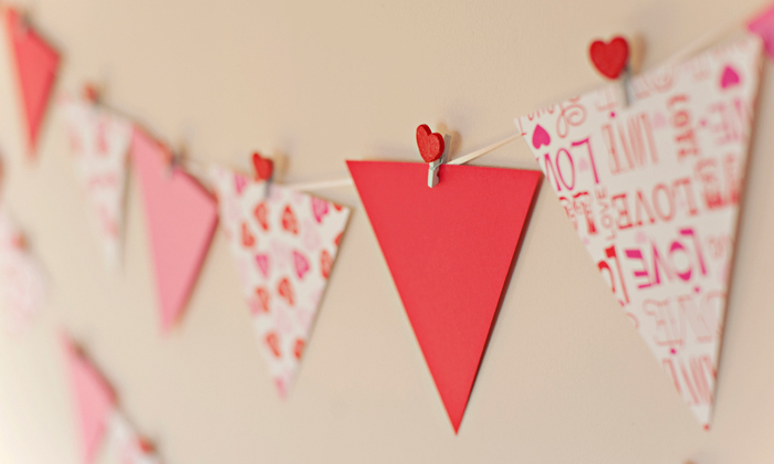 {DIY Prop} Valentineu0027s Day Bunting Flags